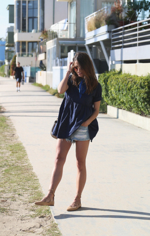 Jessie Chanes is a picture in navy, rocking summer-loving vibes in a floaty top and classic denim shorts. Paired with nude flats, this style is ultra cool and easy for an every day or beach look! Jacket: H&M, Top: The Amity Company, Shorts: Forever 21, Shoes: Zara, Bag: Chloe.