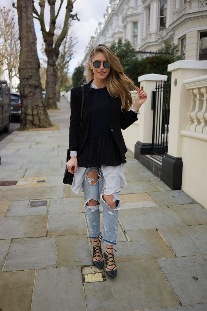 Maja Malnar is rocking the destroyed jeans trend! A pair of mom jeans with rip detailing are a must have for this edgy spring look, consisting of laced heels, a black blazer, and an oversized shirt. Jeans/Shirt: Zara, Sweater: Sandro, Shoes: Topshop, Blazer: Helmut Lang, Bag: Saint Laurent.