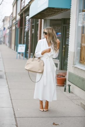 Bring in the spring season in an all white outfit like this gorgeous combination of a white mack and heels worn by Cara Loren. The choice to use a nude handbag is also very effective as it creates an overall neutral and elegant style. Outfit: W By Worth.