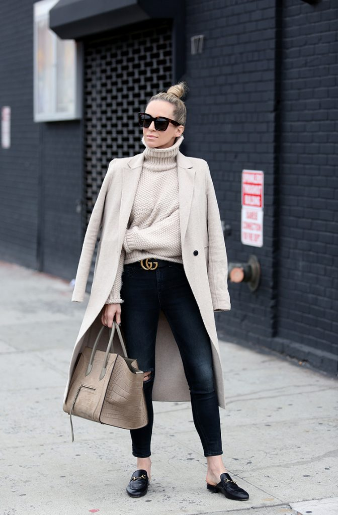 Helena Glazer is utterly elegant in this beige-heavy style, consisting of a turtleneck sweater, a gorgeous maxi coat, and a pair of distressed black jeans worn with loafers. We love the simplicity of this colour scheme; it makes for a striking overall style!  Coat: Zara, Sweater: Moon River, Denim: Rag & Bone, Loafer Slides: Gucci.