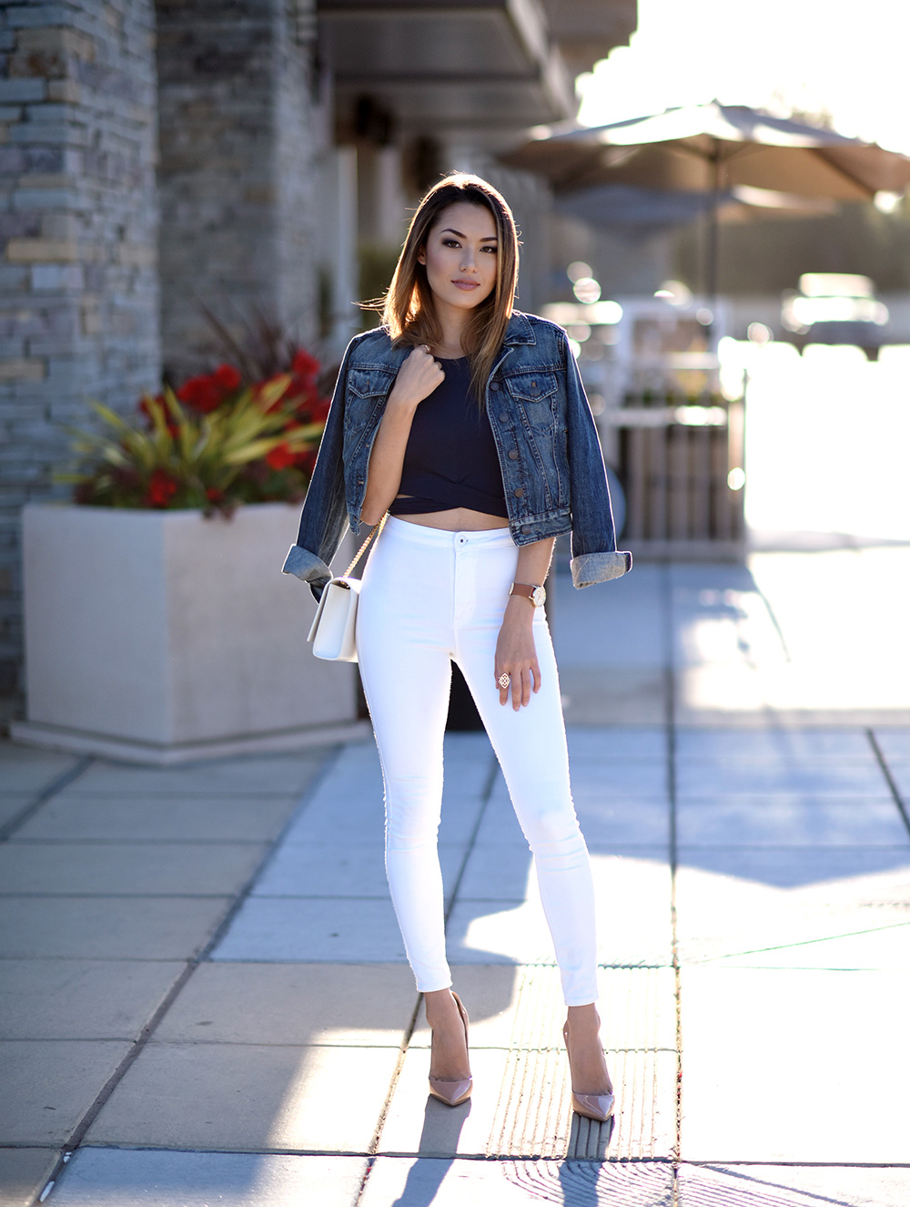White jeans are an absolute summer essential! Try wearing a pair of high waisted jeans with a crop top and denim jacket to get Jessica R's simple but elegant style. Top: Revolve, Jacket: Madewell, Jeans: Bullhead, Bag: YSL.