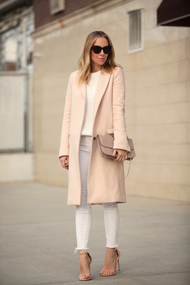 Blush pink is the ultimate colour choice to compliment a pair of white jeans! Everyone knows pink and white work a treat, and Helena Glazer proves it here in a gorgeous overcoat paired with matching heels, a white knitted sweater, and a pair of white jeans. Denim: Paige Verdugo, Coat: Zara, Shoes: Stuart Weitzman.