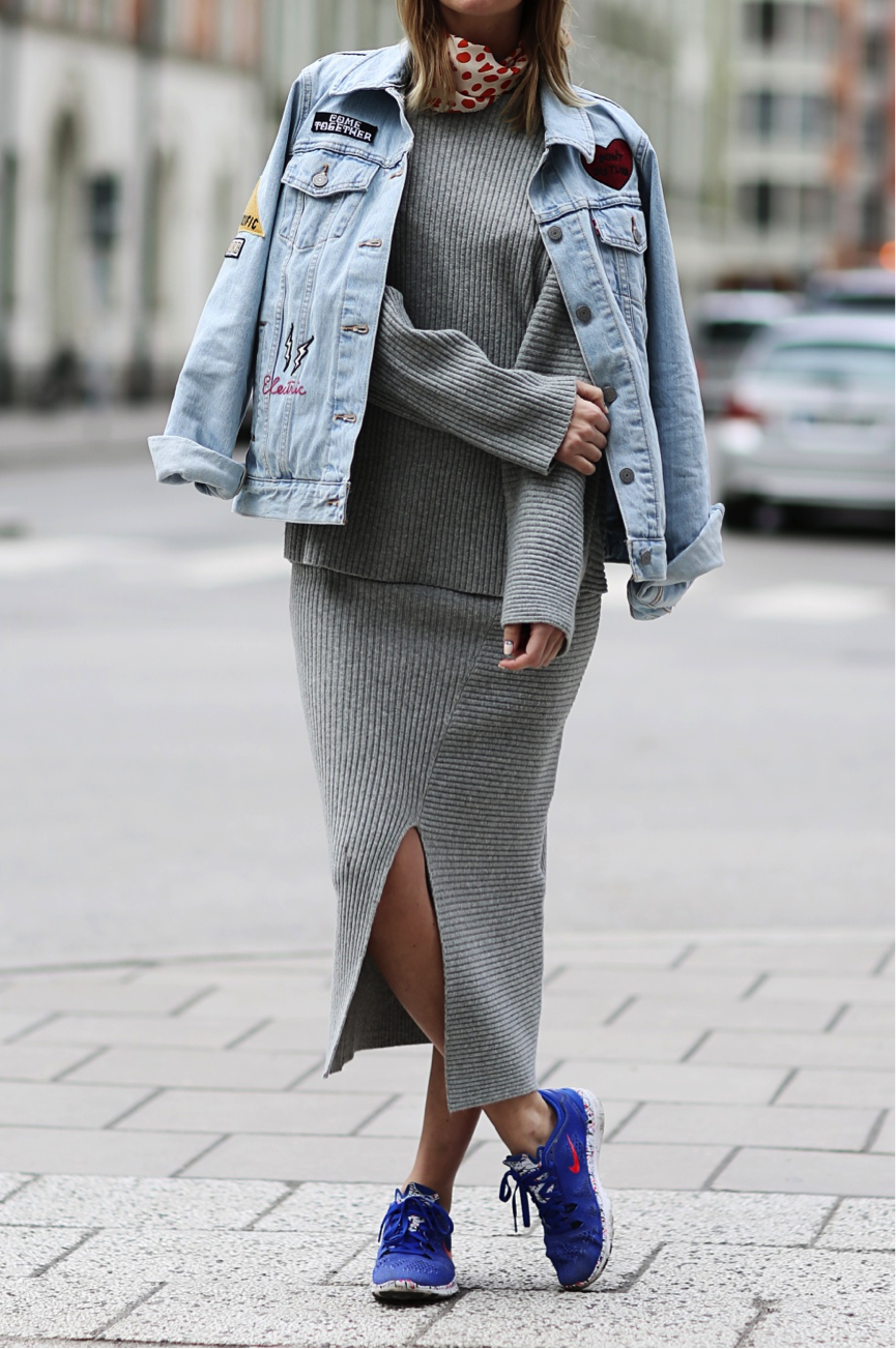 Elsa Ekman is spot on the patch-trend in this unique outfit. She adds a personal touch to this denim jacket by using patches, making for an alternative and cool look. Jacket: Levi's, Top/Skirt: Cheap Monday