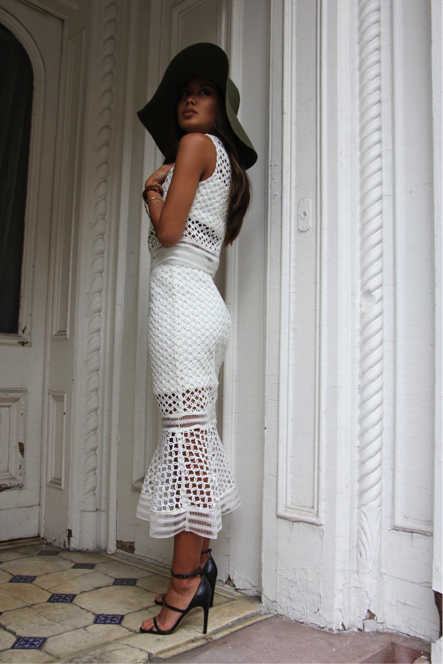 We all know that summer time is the perfect season for parties. We think this white-two piece, modelled by Linh Niller, is perfect for such fancy events. We love the gorgeous detailing on this piece, especially when combined with the trendy hat and simple heels. Two-piece: Esther, Hat/Shoes: Brands not specified
