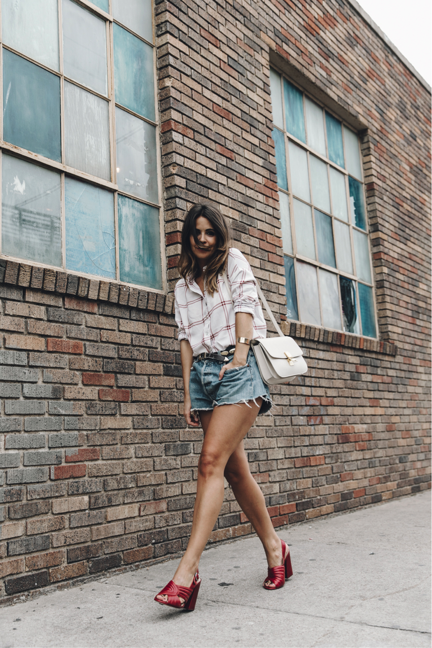 One eternal summer trend is that of denim shorts. For a casual look, like Sara Escudero, pair them with an oversized shirt and some funky sandals. Shirt: Goodnight Macaroon, Shorts: Vintage, Sandals: Zara
