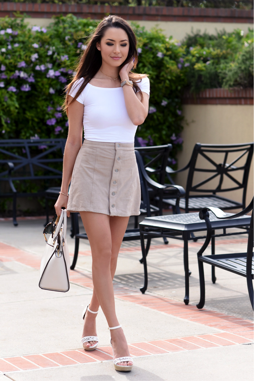 A Line skirts are complimentary on everyone; and we especially love this khaki coloured one. Jessica R. pairs hers with a simplistic off-the-shoulder top, and some cute wedges. The ultimate minimalistic summer look. Top/Skirt/Wedges: Express