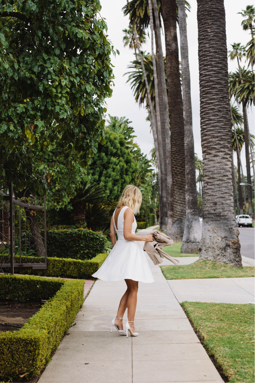Jacey Duprie really demonstrates that less is more in this simplistic outfit. The white colours exudes summer vibes, and we think that it is so elegant and beautiful. Dress: Keepsake, Heels: Altuzarra Firenza