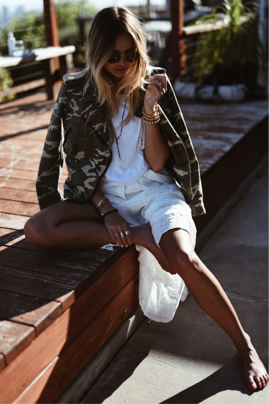 Camouflage print is having a comeback- we love Nina-Victoria Suess' jacket. It gives this predominantly white outfit a dramatic twist. Perfect for a summer evening. Jacket/Shirt: Replay, Skirt: Morgan