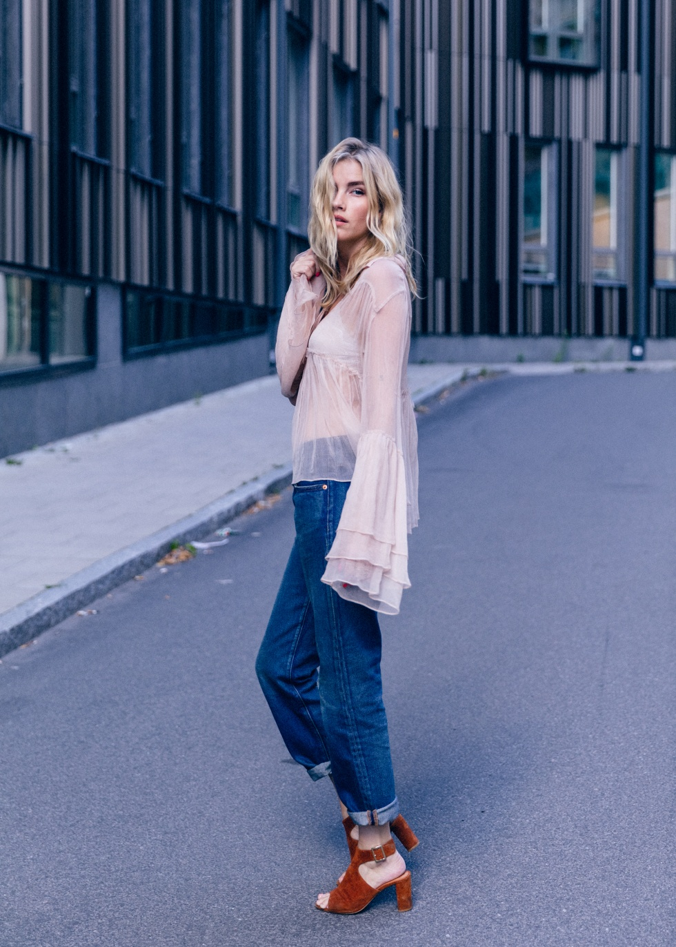 Bell sleeved blouses have been an absolute hit this summer, and still are! Elsa Ekman looks utterly charming in this sheer bell sleeved blouse, worn simply with straight leg jeans and a pair of chunky suede heels. Blouse: Hunkydory, Jeans: Levi's, Shoes: Nilson.