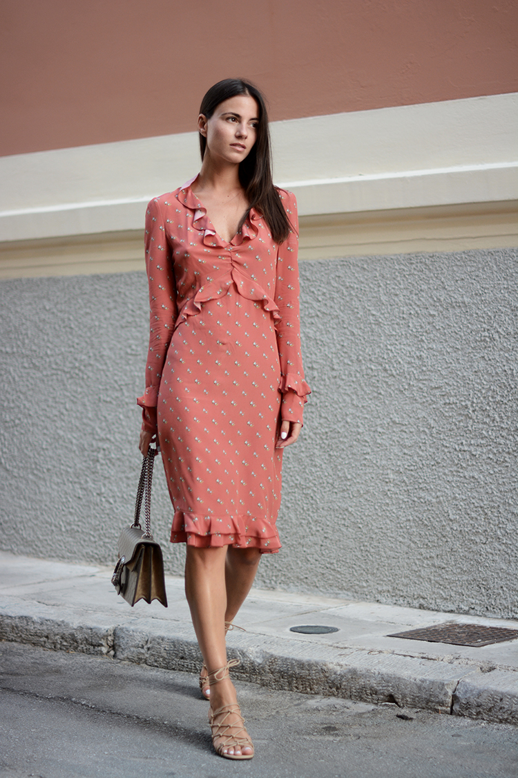 Zina Charkoplia demonstrates the appeal of longer summer dresses, in this fabulous ruffled number- we love the delicate feel of this look, particularly with the added details of the ruffles and repeated patterning. Dress: Philosophy Di Lorenzo Serafini, Shoes: Chloe