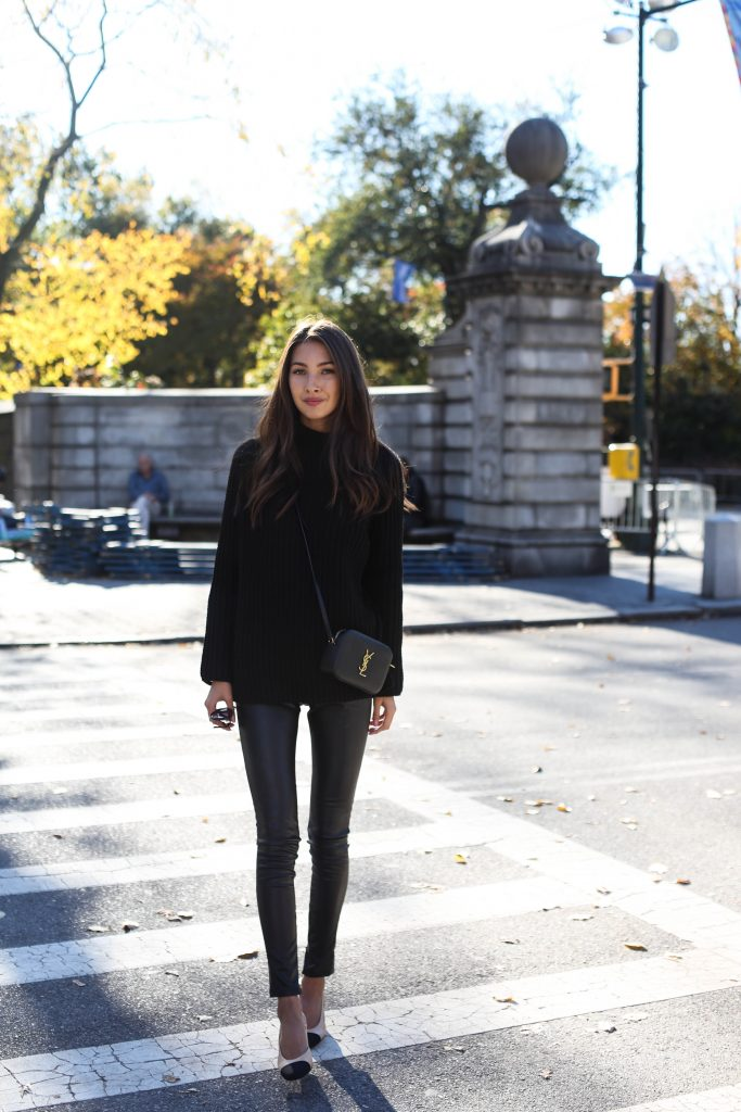 Felicia Åkerström keeps it simple and effective in an all black fall style consisting of leather leggings, a knitted sweater, and a cross body YSL mini bag. We love the understated glamour of this style. Leggings: Graham & Spencer, Sweater: PLT, Shoes: Chanel, Bag: Saint Laurent.