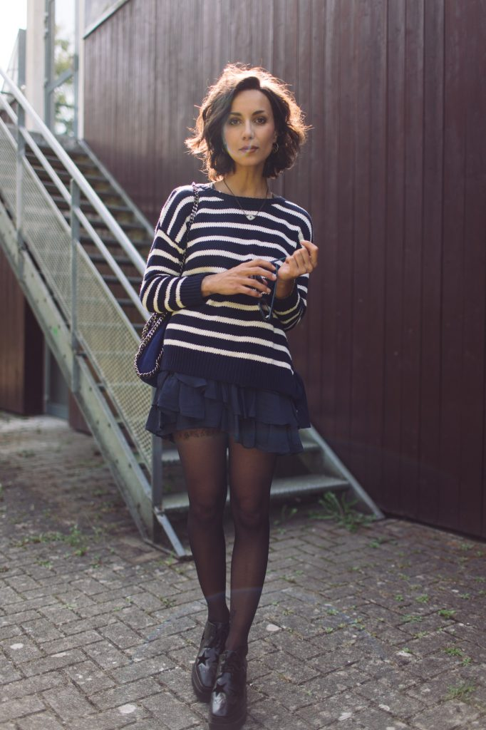 Horizontal stripes are simply always a winner, especially when in the classic colour combination of white and navy! Coline has worn this knitwear piece with a Ra-Ra skirt for a cute and preppy style. Jumper/Skirt: Mango, Shoes: Stella McCartney.