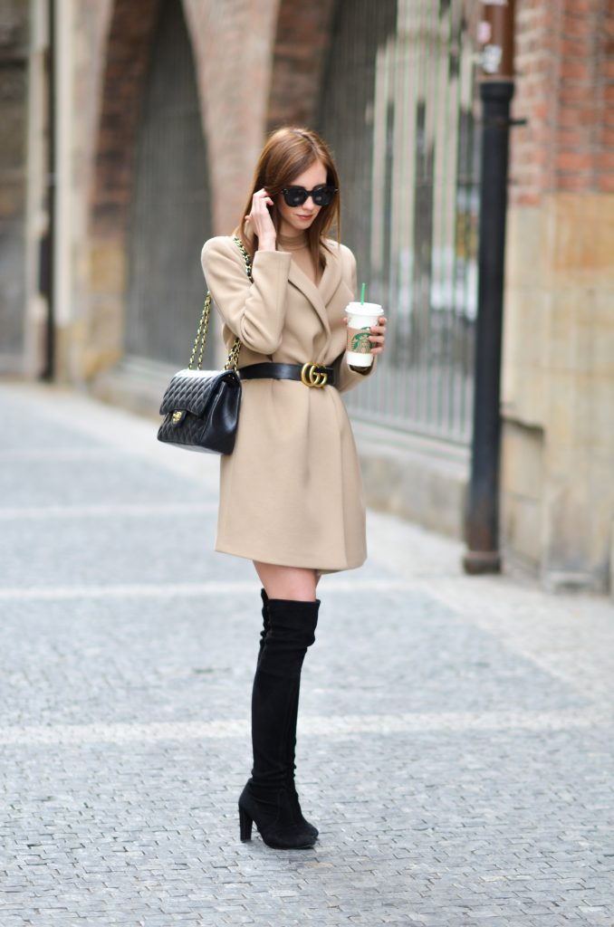 You can simply never go wrong with a camel coat! Why not try wearing yours with a statement belt to create a glamorous fall style which is sure to catch eyes! Via Barbora Ondrackova. Coat: Topshop, Boots: Stuart Weitzman, Bag: Chanel.