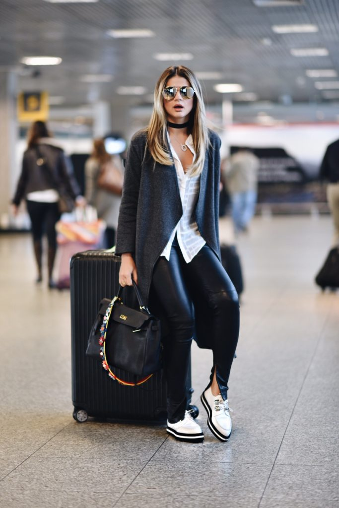 Thassia Naves does this season's choker look travel style, adding a touch of glam with leather leggings and statement jewellery. Pants: Balenciaga, Shirt: CD+, Coat: Ambicione, Shoes: Alexander McQueen, Glasses: Ótica Salatiel – translated from Portugese