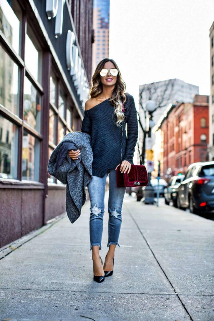 Maria Vizuete wears velvet in a less forthcoming way here, but the subtlety of this look is equally successful. A velvet bag will add the touch of femininity to your look that you crave! Sweater: Free People, Coat: H&M, Jeans: Express, Bag: Rebecca Minkoff.