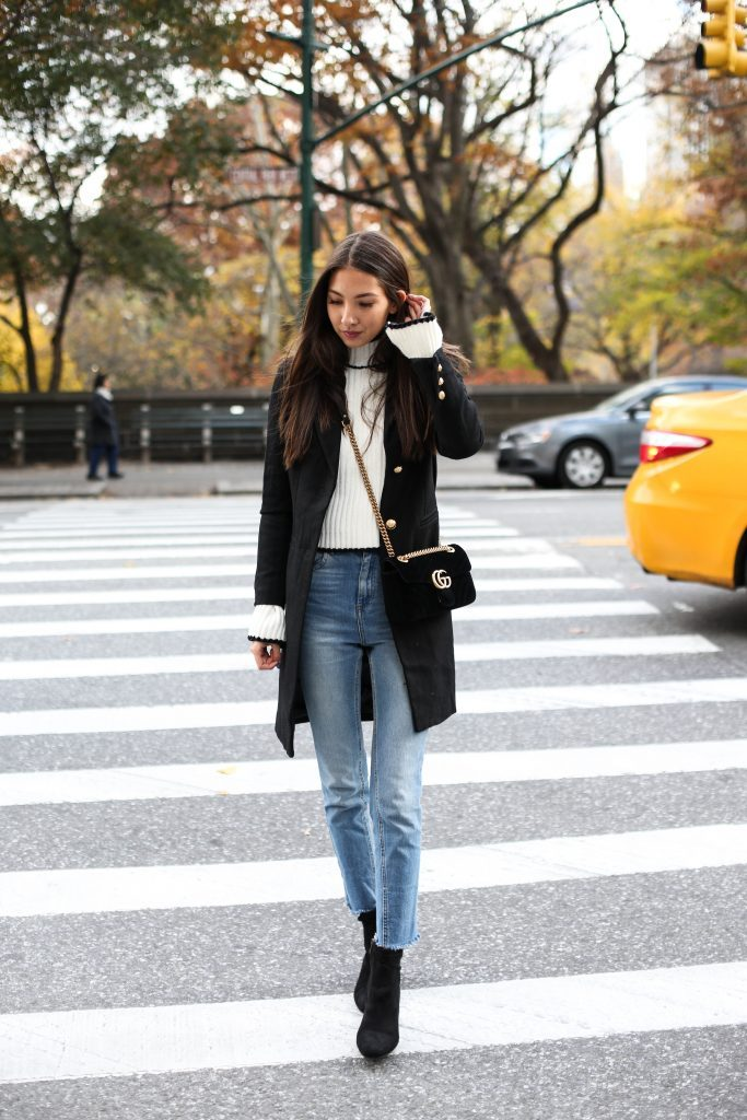 Felicia Åkerström keeps it fairly casual in this cosy winter style, consisting of a white polo neck sweater, denim jeans, and a cute black overcoat. Wear a look such as this when you want to be comfortable, classy, and keep warm! Coat: Lioness, Denim: Asos, Boots: Plt.