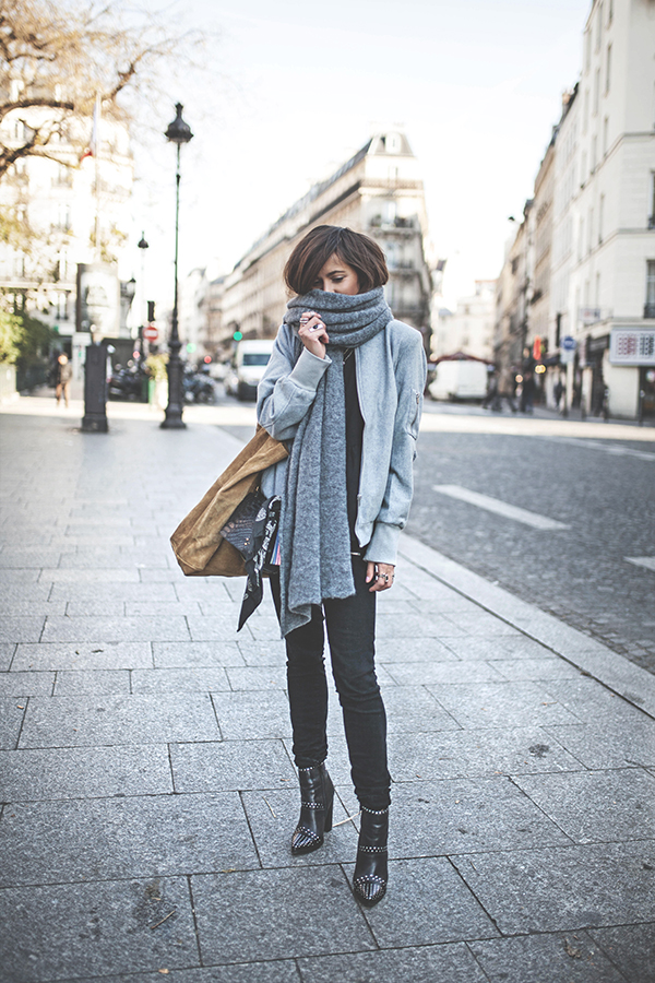 Zoé Alalouch looks stellar in this gorgeous winter style, consisting of black denim jeans, a light blue jacket, and an oversized scarf for that classic christmas feel. Wear this look with leather boots to steal Zoe's style. Vest: Vila, Top: Lola Mademoiselle D, Jeans: Paige, Boots: Windsor Smith.
