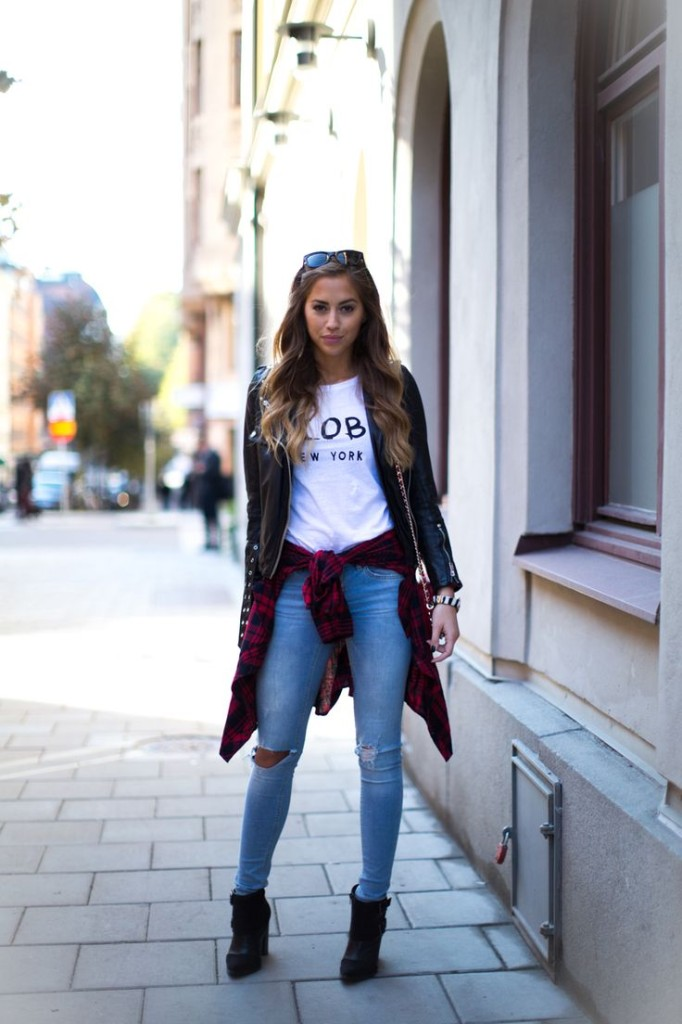 Kenza Is Wearing Jeans From BikBok And T-Shirt from Chiquelle