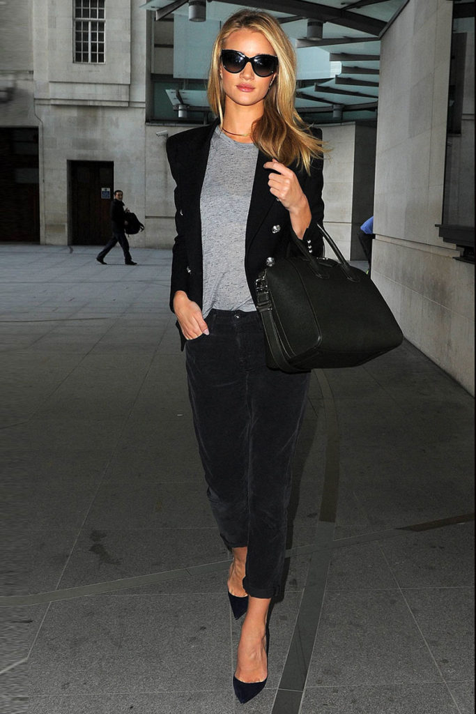 English Rosie Huntington-Whiteley Street Style Dalmain Blazer Sunglasses and Pumps