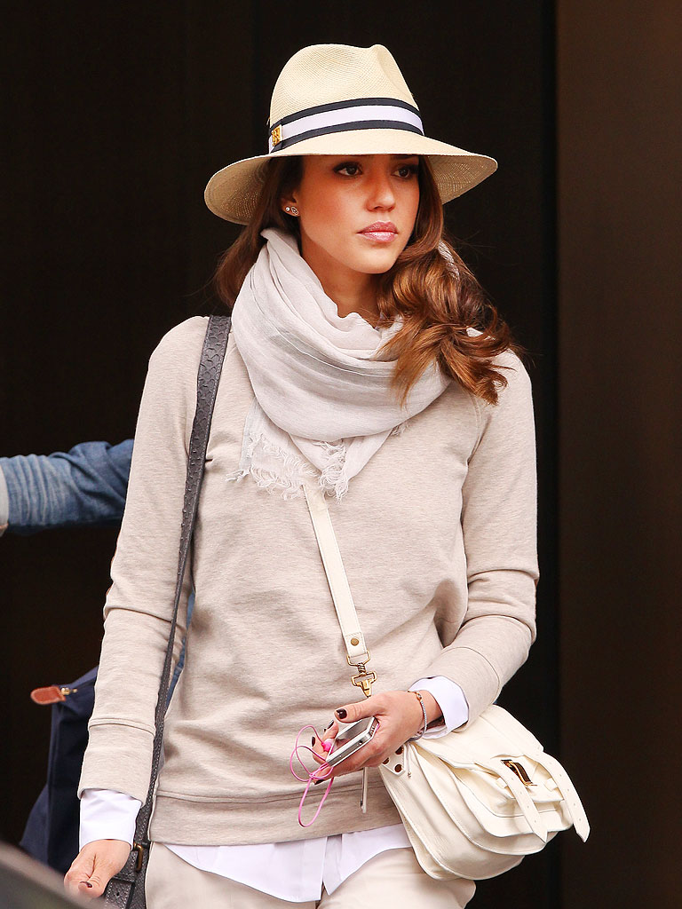 Jessica Alba Street Fashion Via Splash News Online