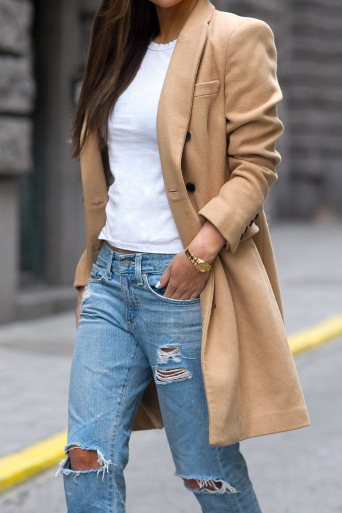 Johanna Olsson is wearing a classic camel coat from Selected Femme