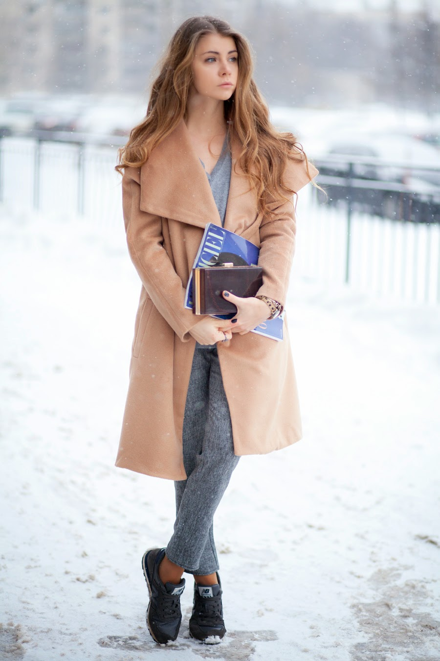 Anna Vershinina is wearing a camel long sleeve belt woolen coat from Sheinside