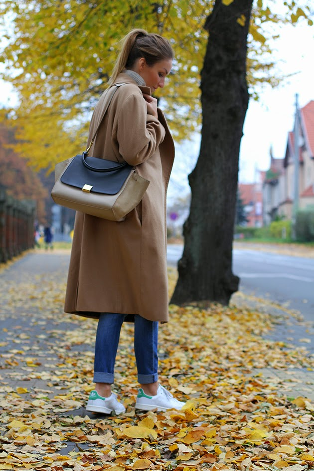Magdalena Knitter is wearing a cashmere camel coat from LeBrand