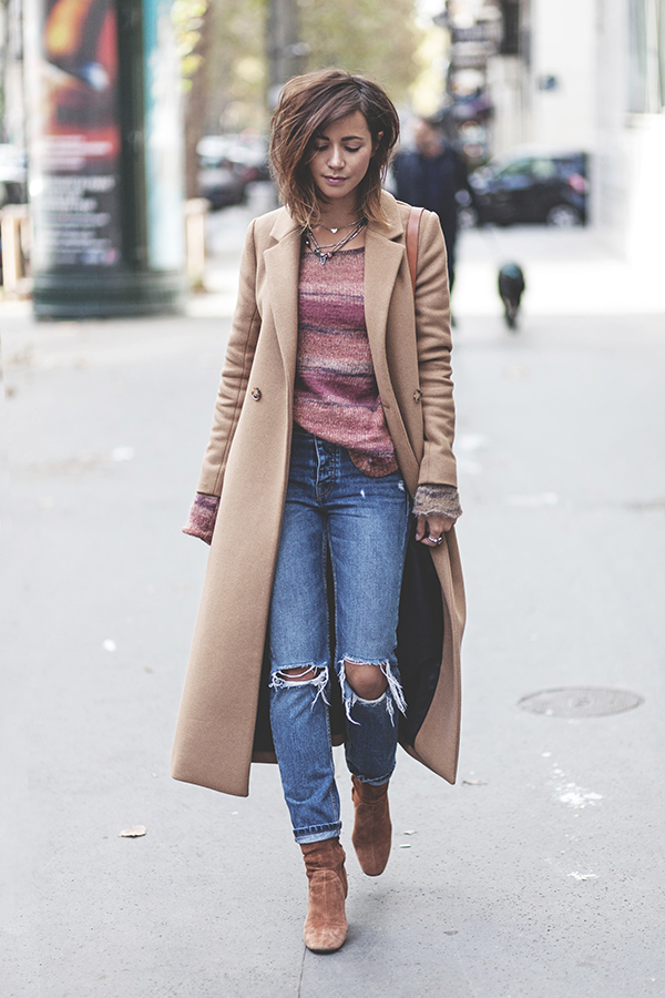 Camel coats are an absolute must have this fall! Zoé Alalouch is wearing this gorgeous Sezane piece over a knitted sweater, paired with distressed denim jeans and a pair of suede chelsea boots.   Coat: Sezane, Jumper/Jeans: Mango, Boots: Zara.