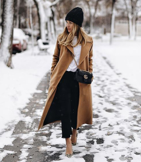 You absolutely must have a camel coat this season! Karolina shows the timeless elegance of this piece, wearing it over a chic white blouse and a pair of black denim cut offs. Throw on a beanie to get that Christmas feel! Coat: House of Mackage.