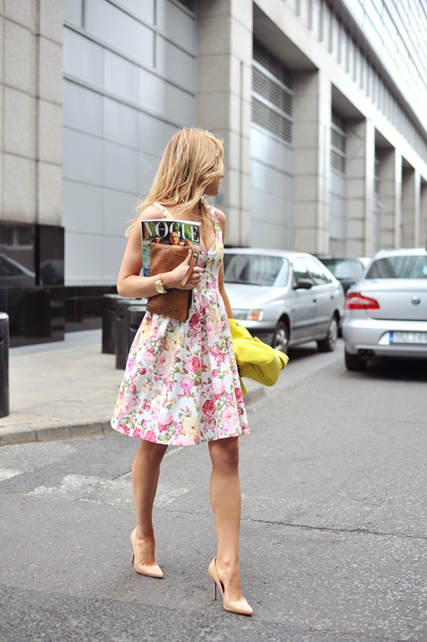 Katarzyna Tusk is wearing a floral dress from Mosquito, nude shoes from Kazar and a yellow bag from Massimo Dutti