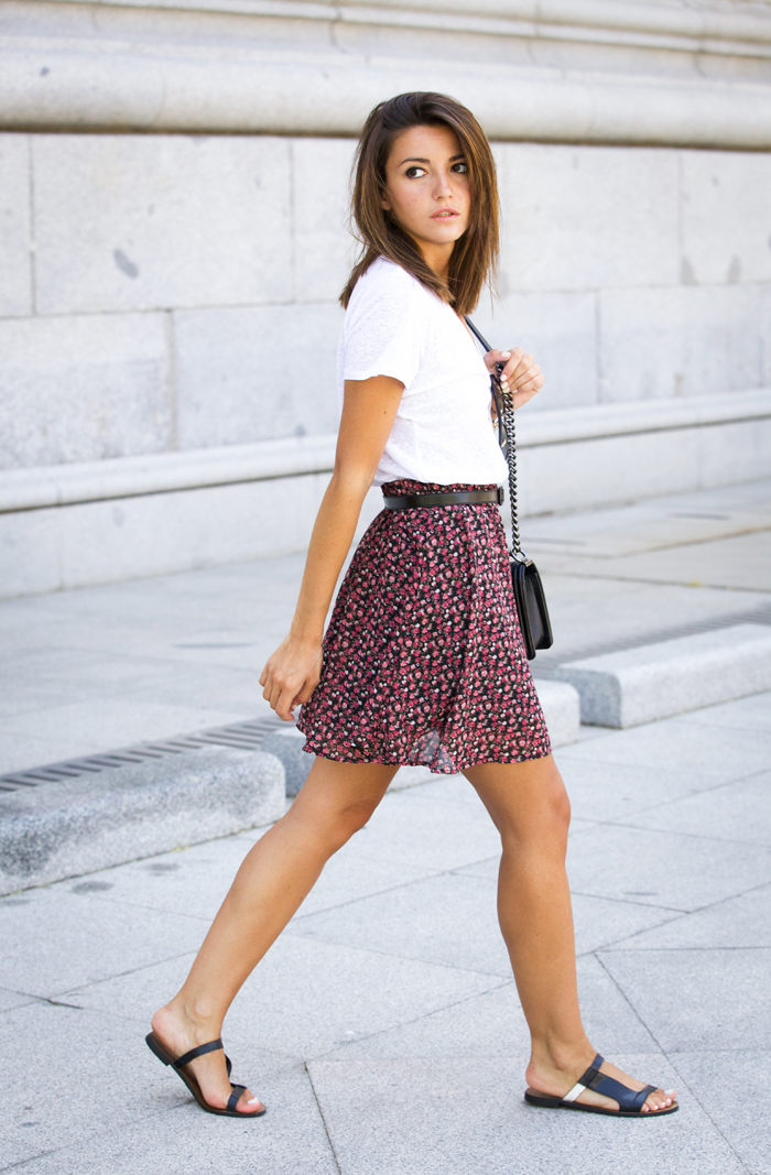 Alexandra Pereira is wearing a floral print skirt from Vila and a white T-shirt from Anine Bing
