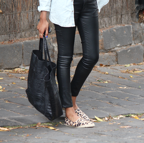 Fashion Blogger Vydia Rishie Leather Look-A-Like Denim Stretch From Toi et Moi, Shoes From Nine West And Tote From VP the label