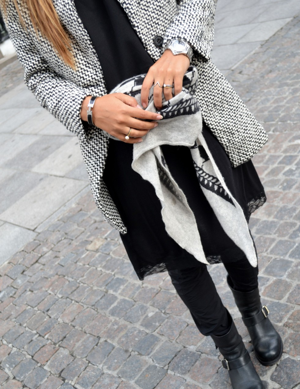 Maria Kragmann in monochrome wearing boots from Sheinside, lace dress from H&M, trousers from Ilaria Nistri, boots from Billi Bi and a scarf from Lala Berlin