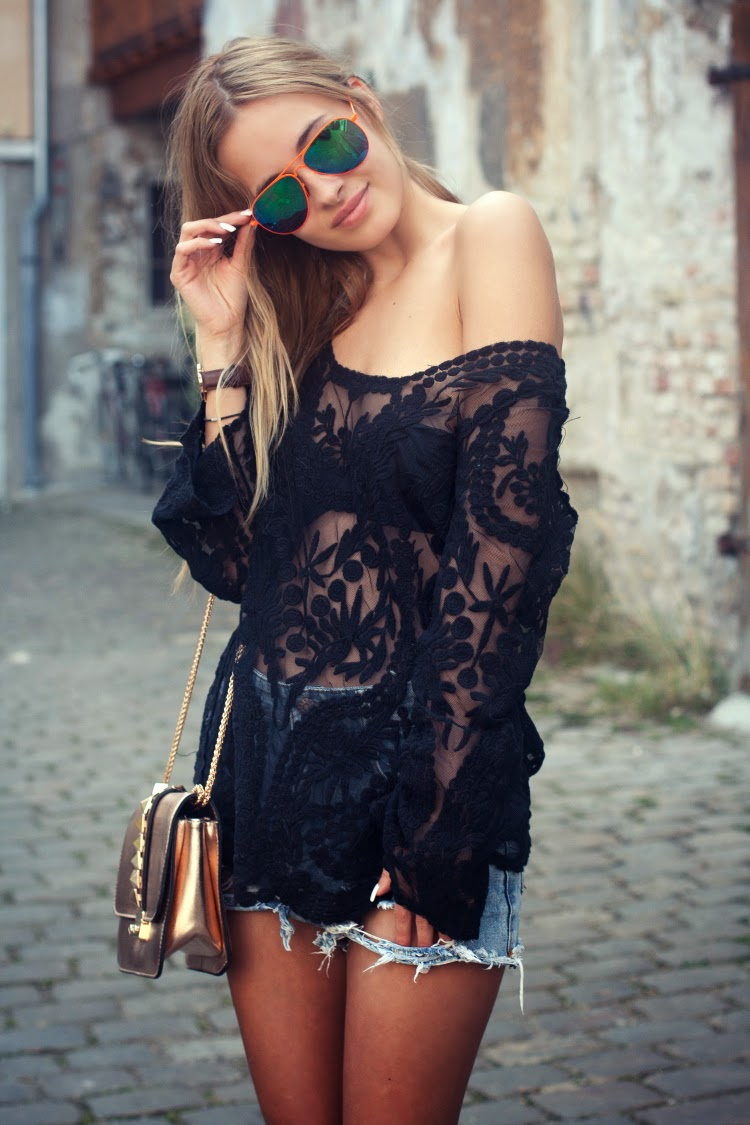 The Mandarine Girl Wearing Lace Top And Denim Shorts From Sheinside