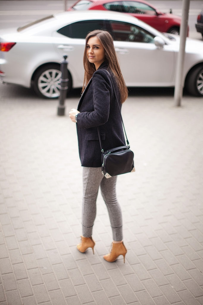 Fashion Agony Is Wearing Blazer From Oasap, Pants And Shoes From Zara, And Bag From H&M