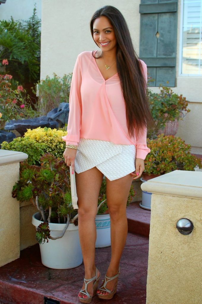 Vanessa Balli Is Wearing Asymmetrical Skirt And A Pale Pink Top