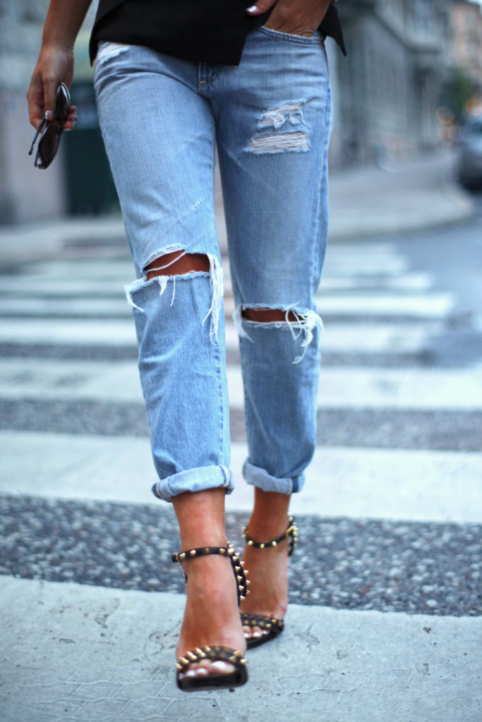 Johanna Olsson is wearing ripped boyfriend jeans from AG and shoes from Giuseppe Zanotti