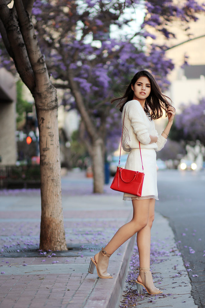 Fake Leather Is Wearing White Organza Lace Skirt From TopShop, Leather Sandals From SixtySeven And Mini Bag From Coach
