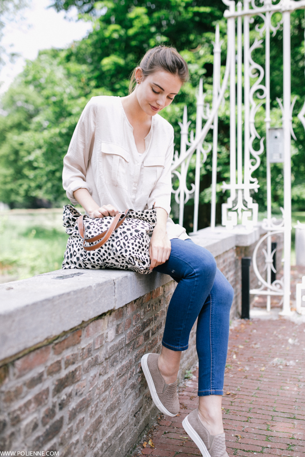 Paulien is wearing a silk shirt from H&M, cropped jeans from New Look, Leopard Bag from C&A and snake textured snake slip-ons from Sooco Schoenen