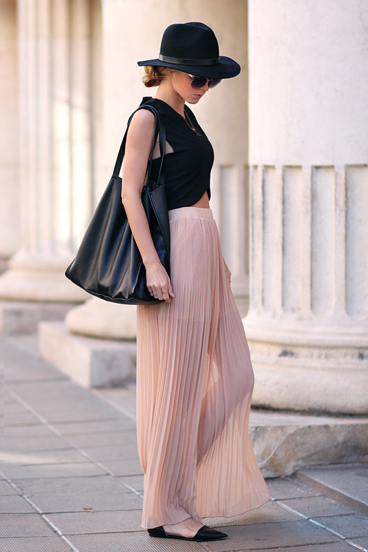 Sirma Markova Is Wearing Black Croptop Top From Sheinside, Nude Coloured Skirt With Pleats From Pull & Bear, Bag From Bershka And Hat From H&M