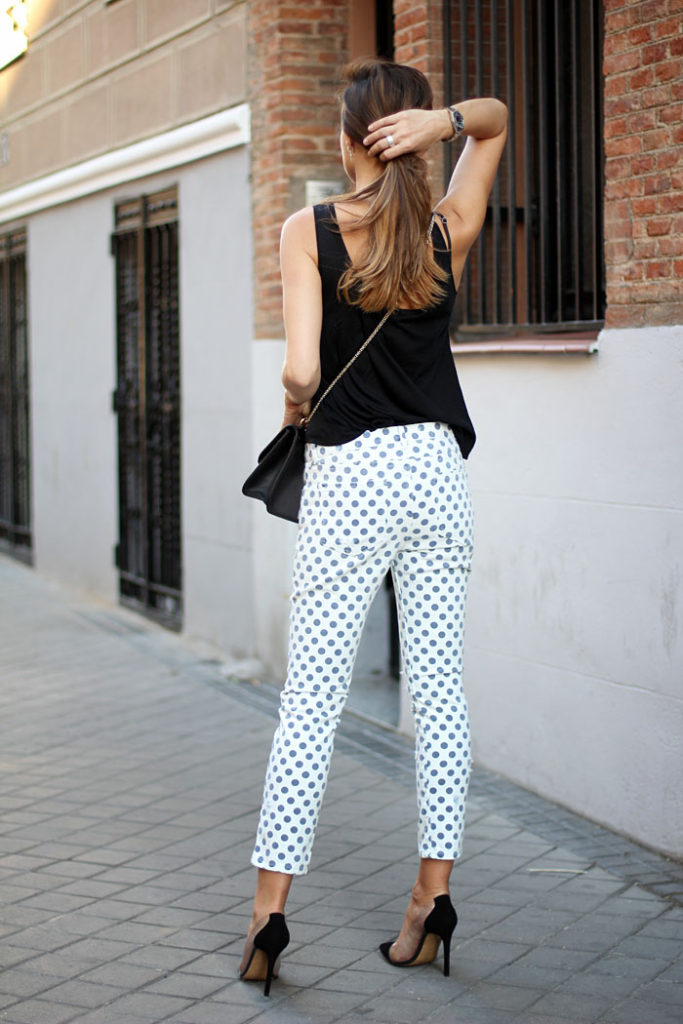 Silvia Zamora is wearing a shirt and polka dot trousers from Zara, shoes from Lady Addict and a Valentino bag