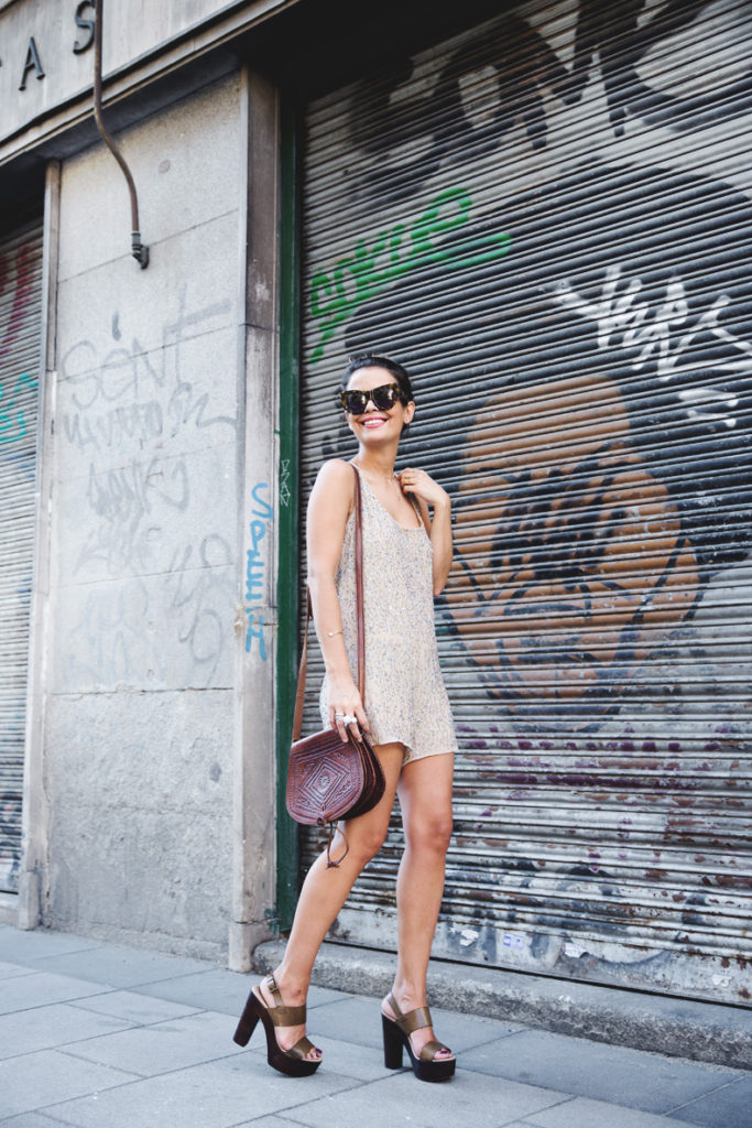 Sara Escudero is wearing a beige jumpsuit with sequins from Zara and sunglasses from Karen Walker