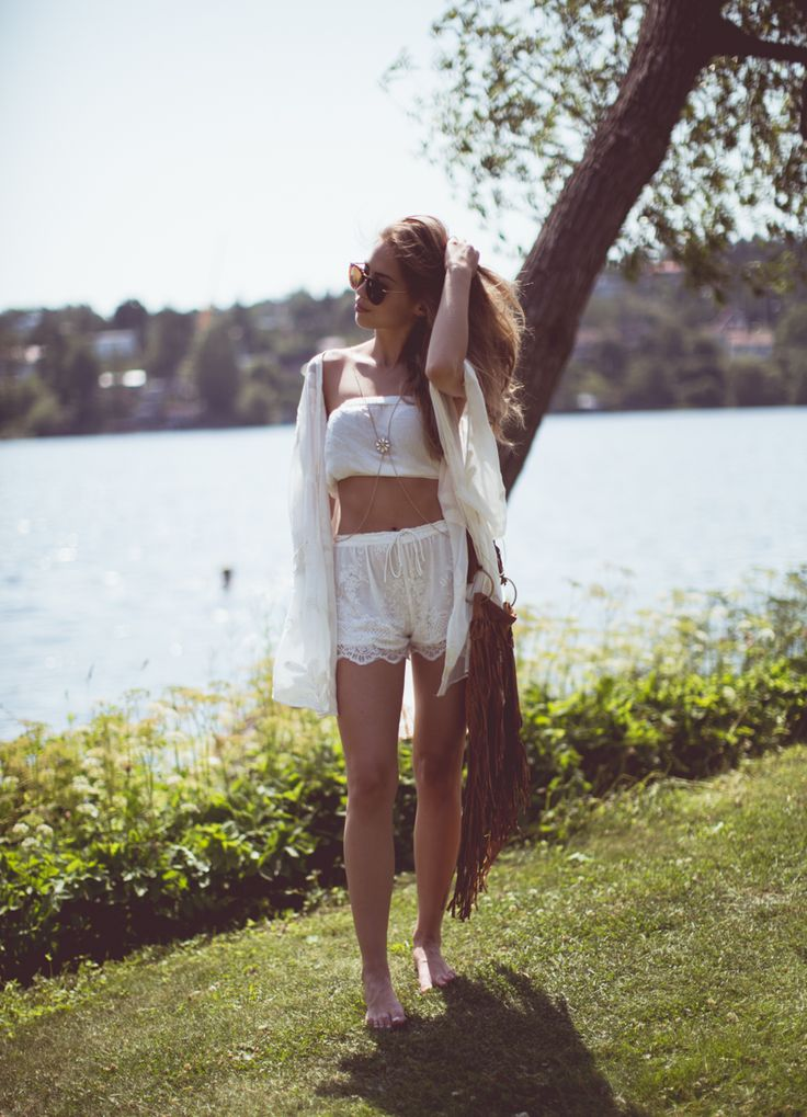 Kenza Zouiten is wearing a lace kimono from Zara, top from TopShop and shorts from Bershka