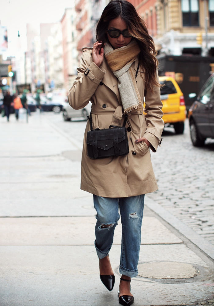 Sincerely Jules Is Wearing A Trench Coat From Babaton, Ripped Boyfriend Jeans By AG Adriano Goldschmied, Flats From Alexander Wang, Bag From Proenza Schouler And Sunglasses From Karen Walker