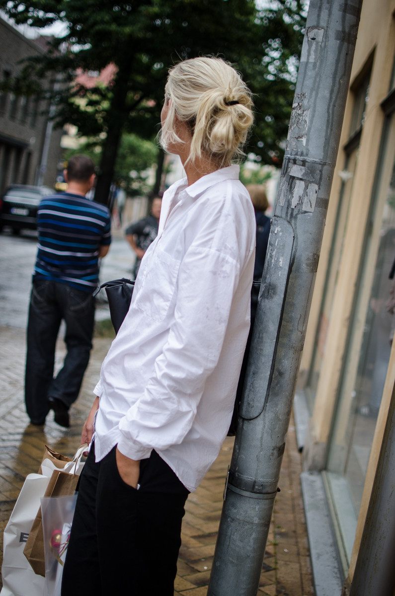 Kajsa Svensson is wearing a boyfriend shirt and trousers from Vero Moda
