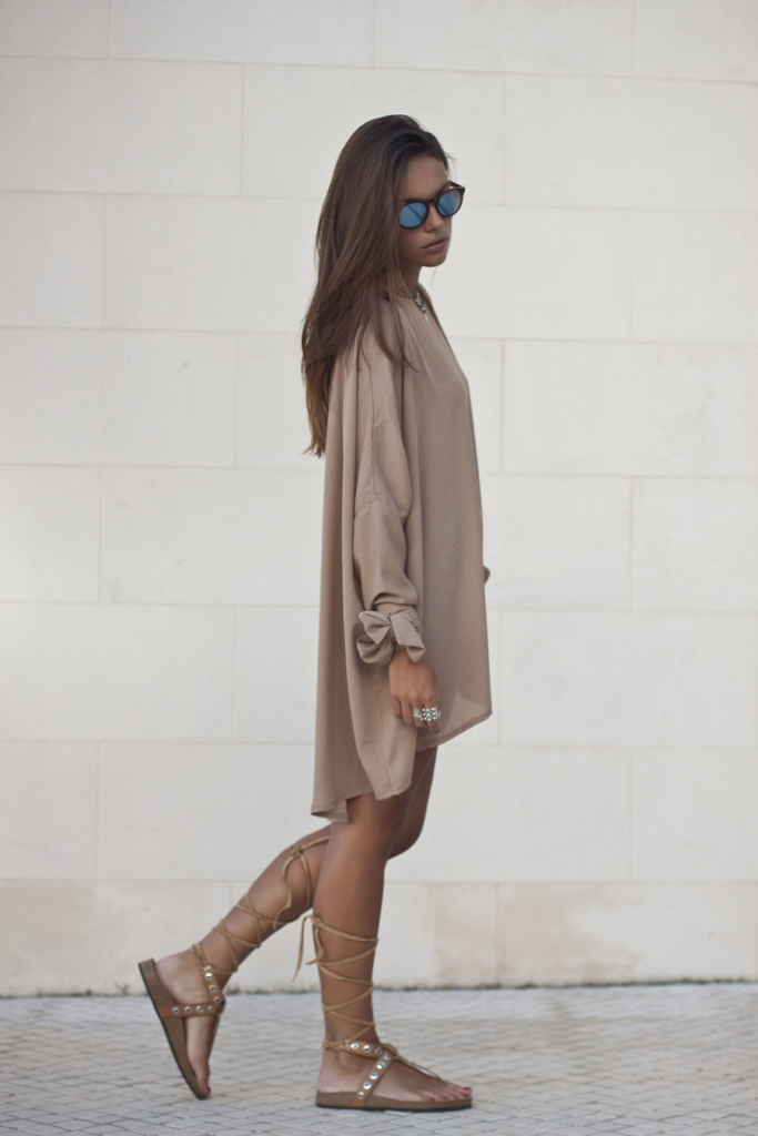 Mafalda Castro is wearing a camel tunic from Never Fully Dressed, sandals from Zara and mirrored sunglasses from Mr. Boho Portugal