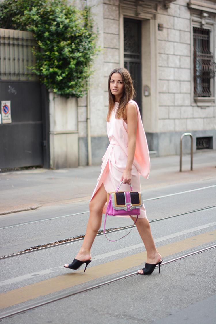 Zina Charkoplia is wearing a pale pink dress from Balenciaga, bag from Paula Cademartori and the black mules are from Zara
