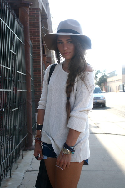 Kaitlyn Is Wearing A Off-The-Shoulder White Top From Urban Outfitters, Denim Shorts From Wrangler And Hat From ASOS