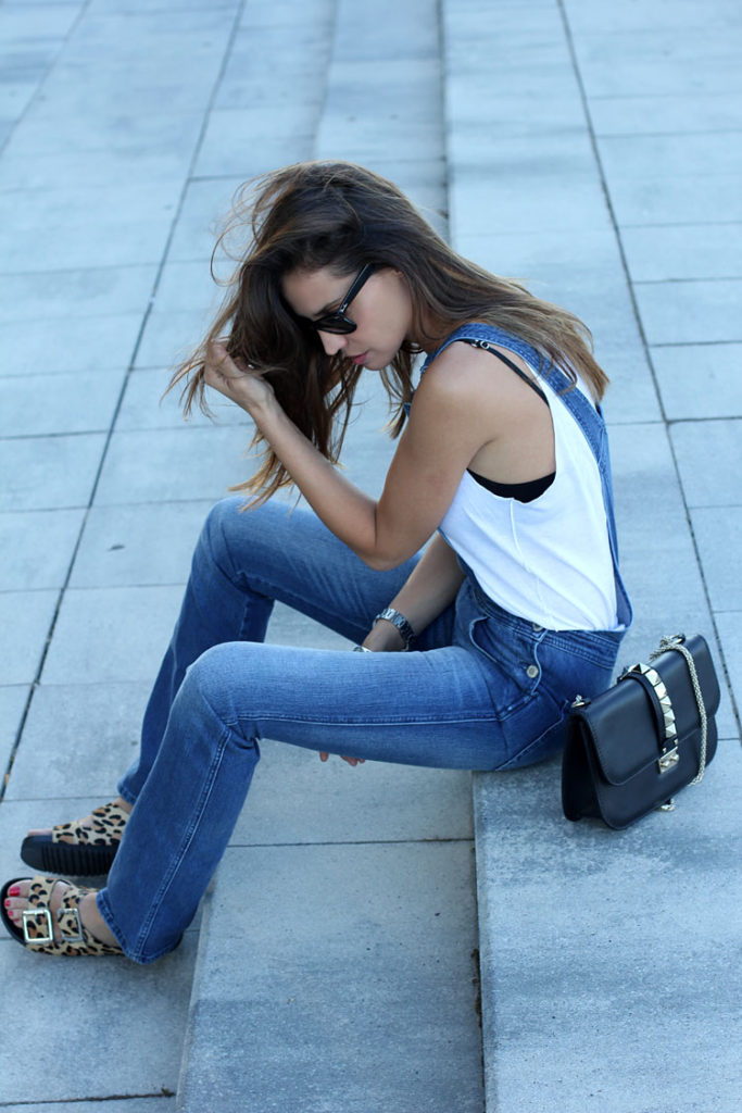 57e4d5c2 Silvia Zamora is wearing a denim dungarees from Peto MiH Jeans, shirt from  Zara,
