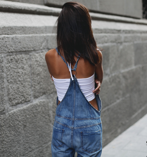 Lucita Yañez is wearing denim overalls from Zara